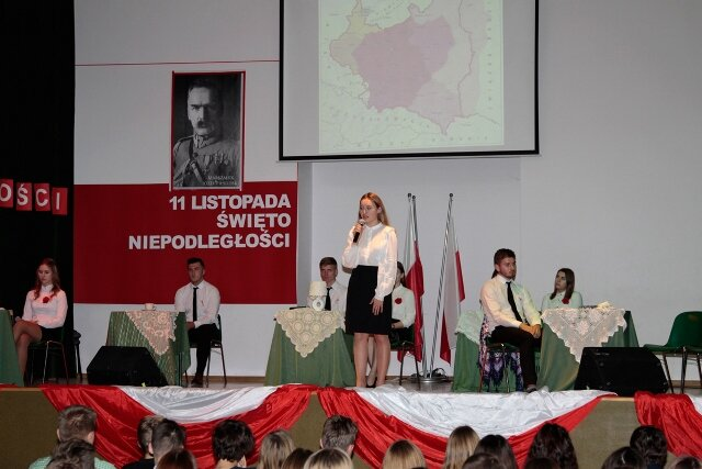 Oglądasz fotografię z artykułu: Uroczyste obchody Narodowego Święta Niepodległości w Zespole Szkół Budowlanych.