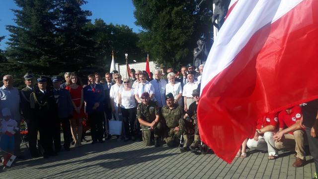 Oglądasz fotografię z artykułu: Młodzież Zespołu Szkół Budowlanych na obchodach rocznicy wybuchu Powstania Warszawskiego