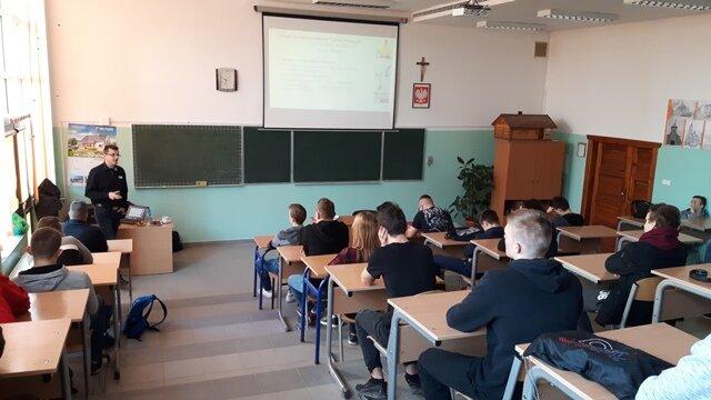 Oglądasz fotografię z artykułu: Szkolenie  uczniów - Henkel Polska Sp. z o. o.