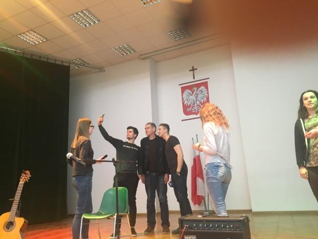 Oglądasz fotografię z artykułu: Spotkanie młodzieży z Zespołu Szkół Budowlanych ze słynnym aktorem