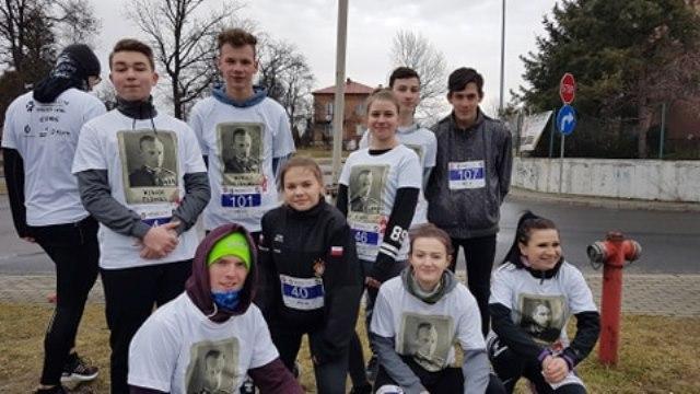 Oglądasz fotografię z artykułu: Uczniowie z Zespołu Szkół Budowlanych pobiegli dla 'Wyklętych'