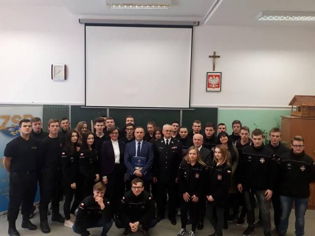 Oglądasz fotografię z artykułu: Gala podsumowująca konkursy strażackie w Zespole Szkół Budowlanych w Mielcu