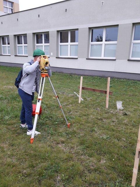 Oglądasz fotografię z artykułu: Ćwiczenia geodezyjne w terenie