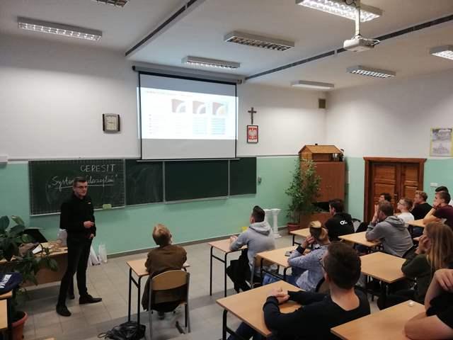 Oglądasz fotografię z artykułu: Szkolenie teoretyczne uczniów klasy III a TB