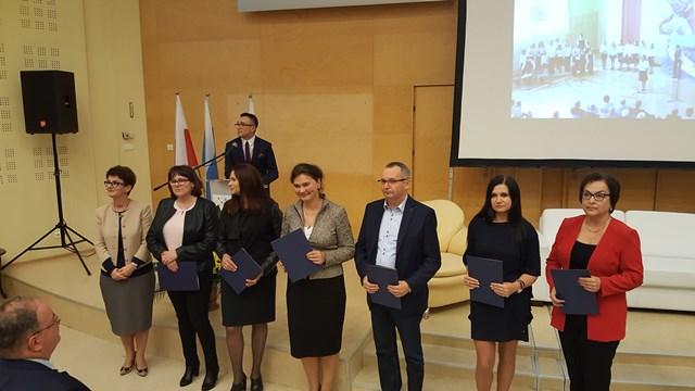 Oglądasz fotografię z artykułu: Nauczycielki ZSB wyróżnione przez Podkarpackiego Kuratora Oświaty