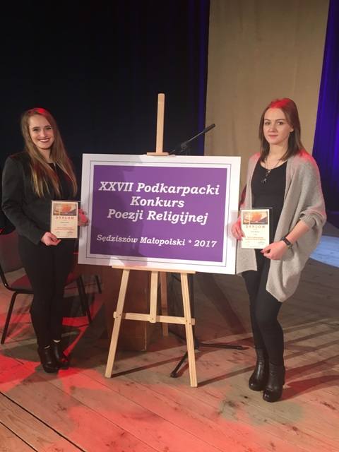 Oglądasz fotografię z artykułu: Finalistki Podkarpackiego Konkursu Poezji Religijnej