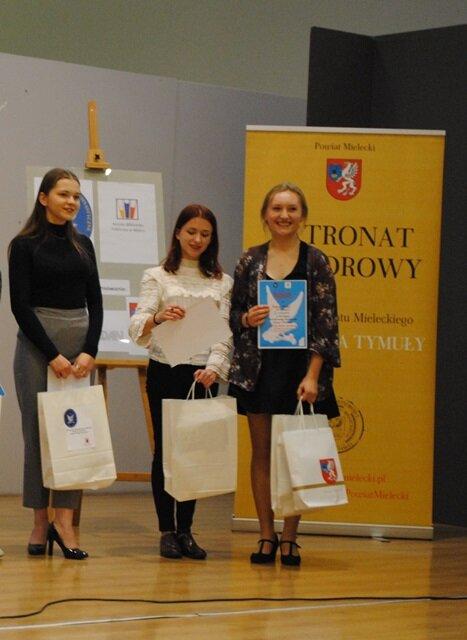Oglądasz fotografię z artykułu:  Uczniowie Zespołu Szkół Budowlanych laureatami konkursu recytatorskiego
