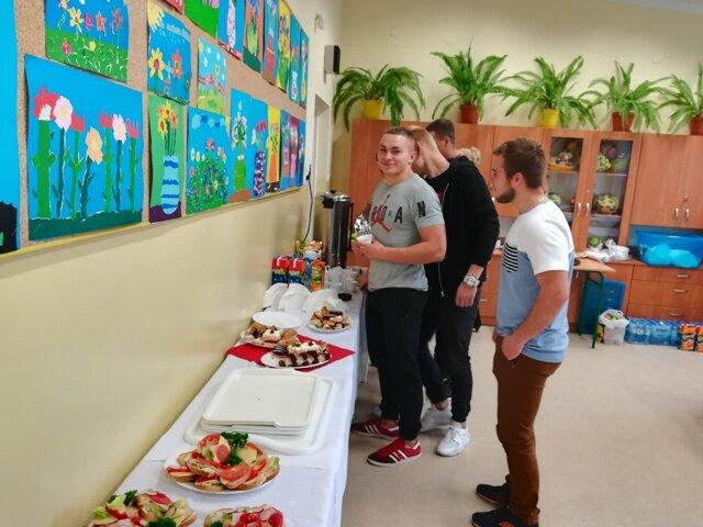 Oglądasz fotografię z artykułu: Uczniowie Zespołu Szkół Budowlanych w Mielcu  oddając krew, ratowali czyjeś życie