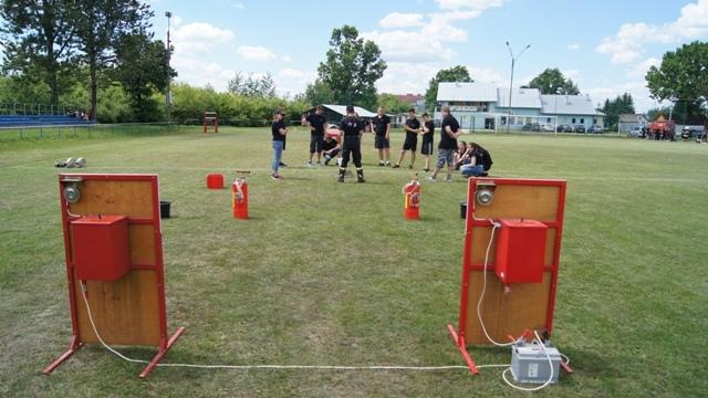 Oglądasz fotografię z artykułu: Zawody Strażackie o Puchar Dyrektora Zespołu Szkół Budowlanych w Mielcu