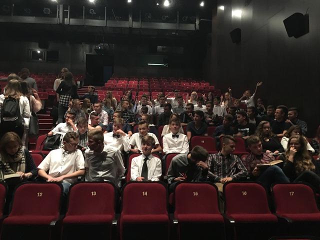 Oglądasz fotografię z artykułu: Uczniowie Zespołu Szkół Budowlanych czytają w teatrze