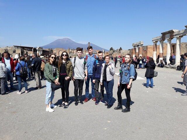 Oglądasz fotografię z artykułu: Piękno architektury Włoch z Wezuwiuszem w tle