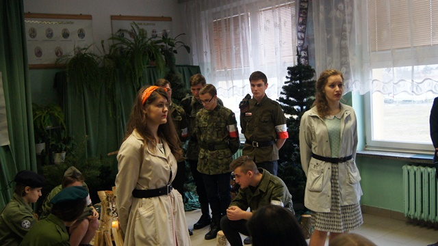Oglądasz fotografię z artykułu: Wspomnienia uroczystości ku czci patrona szkoły