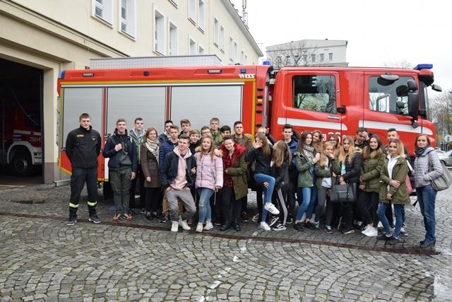 Oglądasz fotografię z artykułu: Przyszli strażacy z Zespołu Szkół Budowlanych zgłębiają tajniki pożarnictwa