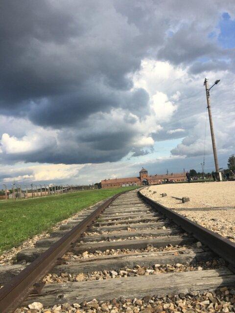 Oglądasz fotografię z artykułu: Maturzyści z ZSB w Państwowym Muzeum Auschwitz - Birkenau